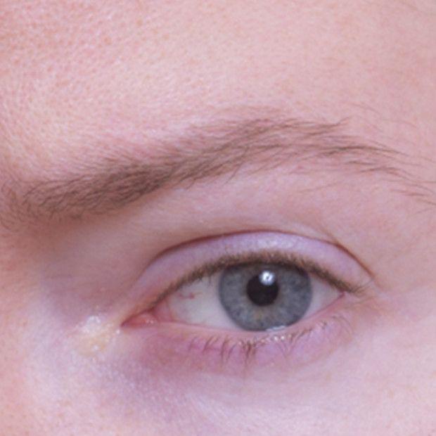 眉毛は顔の印象を大きく変えます。あなたにあった正しい形で正しい手入れをすることでさらなに大人紳士へ。