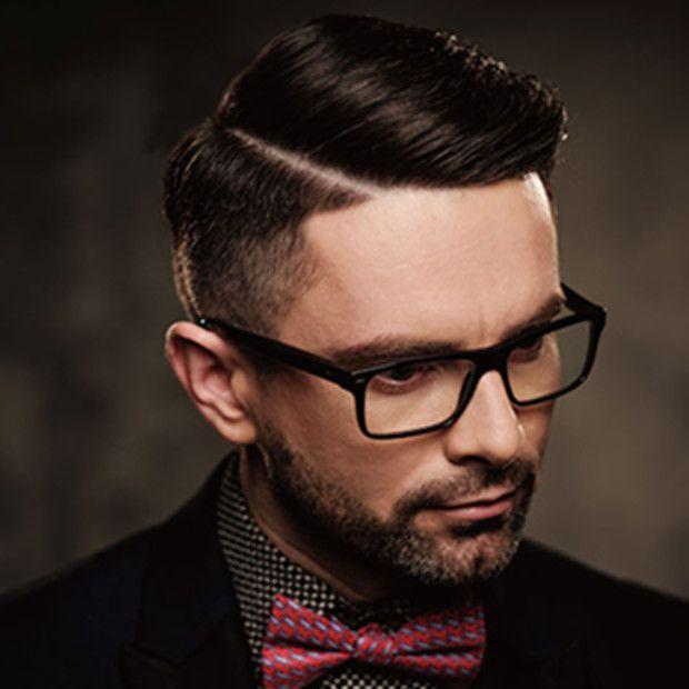 似合う髪型は人それぞれ違います。輪郭や顔のパーツのバランスなどから判断します。
